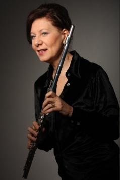 Camilla Hoitenga with flute 2