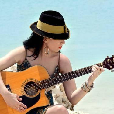atlanta-firth-with-guitar