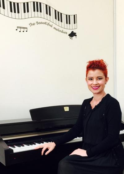yaremi-alvarez-at-piano
