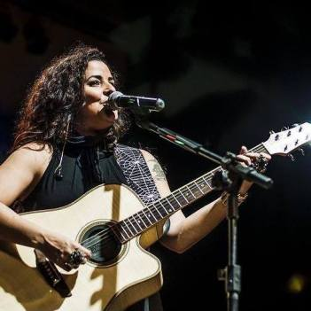 Midian Almeida guitarist black